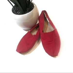 TOMS red canvas shoes women's size 9